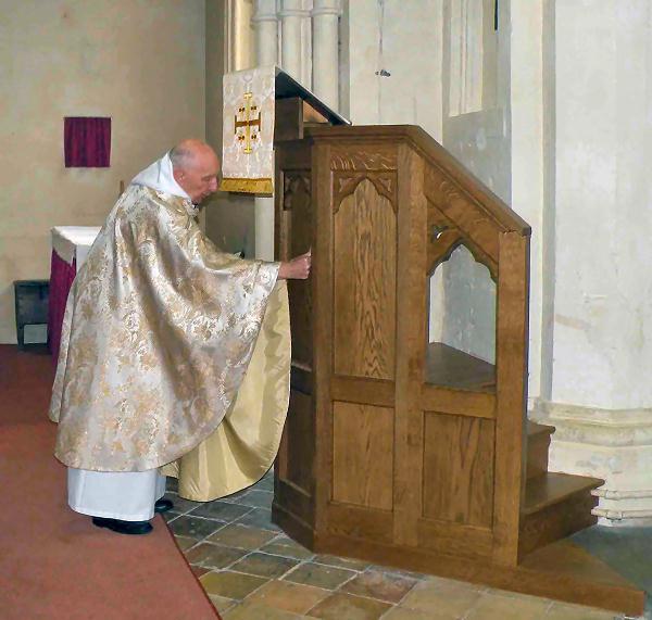 Revd. John Heffer blessing the new pulpit, September 2009