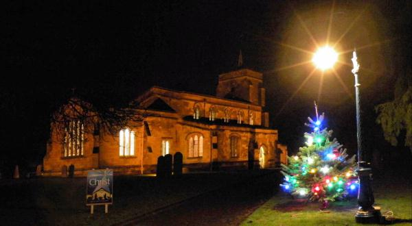 Church of St Mary the Virgin, Eaton Bray with Edlesborough (at Christmas)